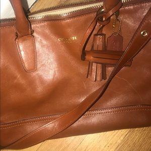 Beautiful leather Coach purse w gold hardware